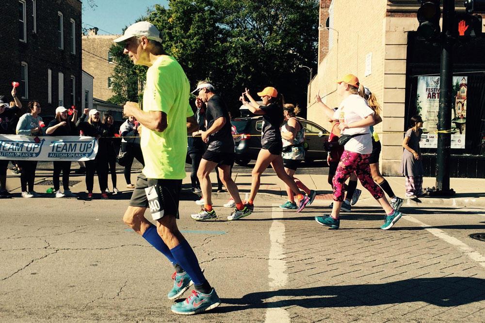 81-Year-Old Frank Abramic Runs 18th Straight Chicago Marathon