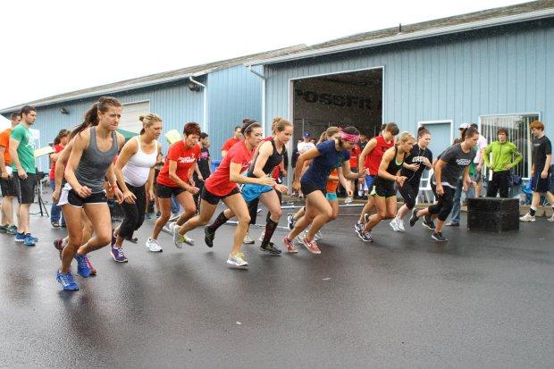 Crossfit WOD Run and Squat